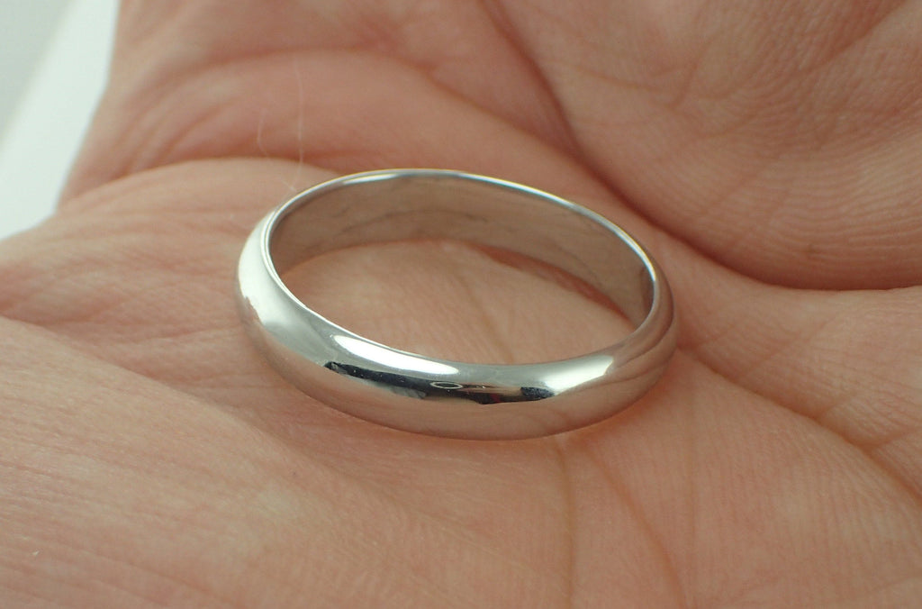 2mm Hammered Ladies Wedding Band Durable Hammered Texture Ring Dainty Rustic Boho Wedding Band Hammered 2mm Platinum Gold Black Gold