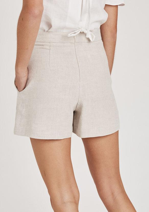 Oasis Shorts in Natural