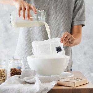 everECO Nut Milk Bag in use