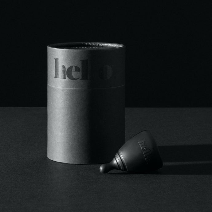 Hello Cup Black with packaging