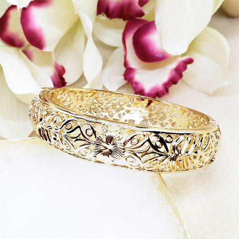 Premium Gold Hibiscus Cutout Bangle