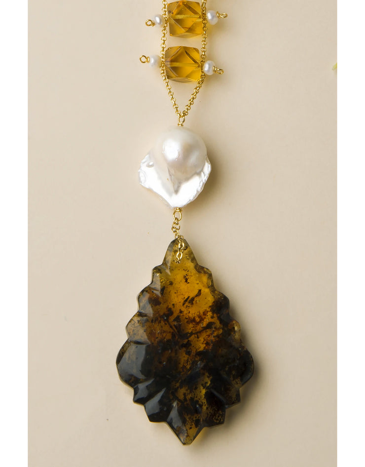 CHANDELIER Necklace with pendalogue tear in amber and baroque pearl