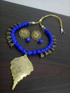 Leaf short necklace with big ear tops