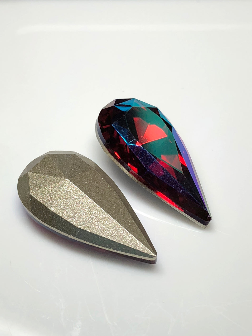 Swarovski 22x11mm Teardrop Scarlet/Glacier Blue 1 pc