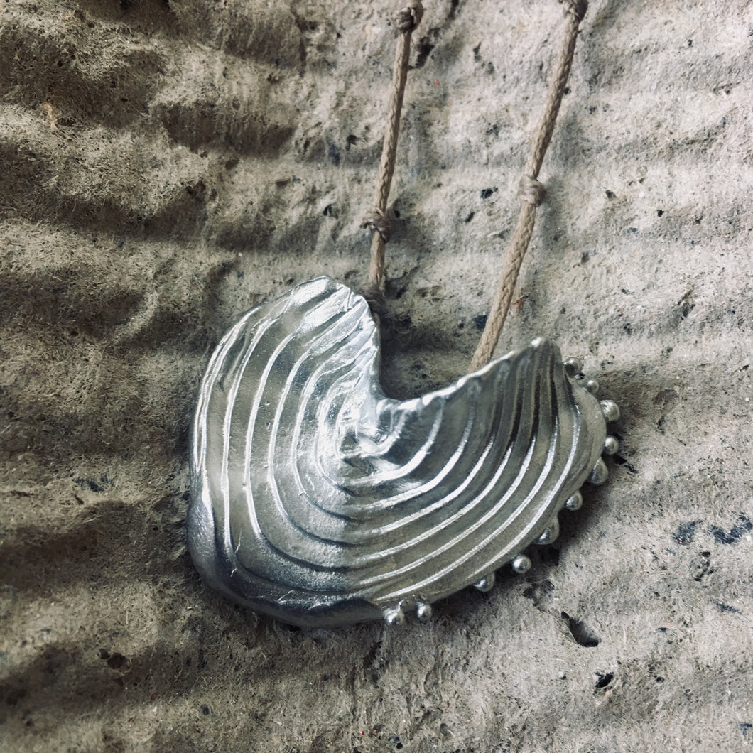 LEAF IN BUD pendant