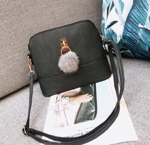 2018 Women Messenger Bags Fashion Mini Bag With Plush Ball Shell Shape Bag Women Shoulder Crossbody Bag Handbag bolsa LB549-ivroe