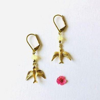 hummingbirds of brass with a yellow stone