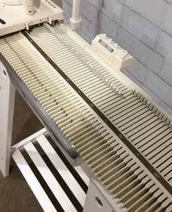 LK 140 Mid-gauge Knitting Machine