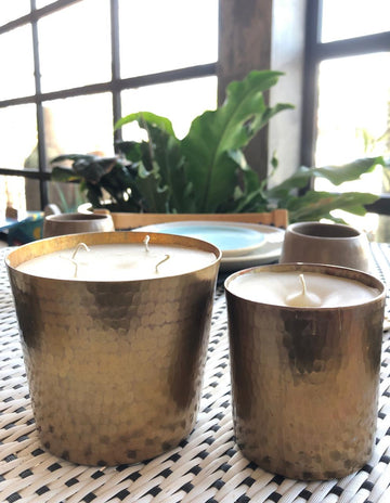 NATURAL CANDLES IN COPPER VASE