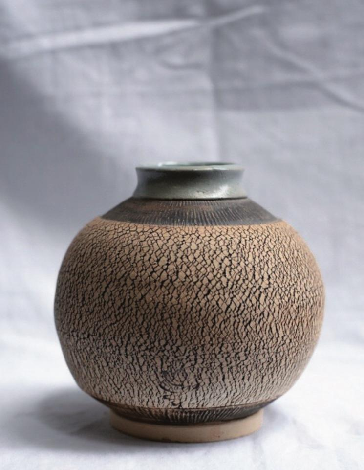 CRACKED CERAMIC VASE