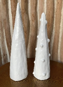WHITE MEDIUM XMAS TREE WITH DISTURBANCES