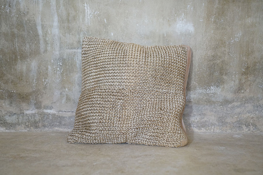 NATURAL FIQUE CUSHION (60X60)-COLOMBIA
