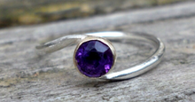Load image into Gallery viewer, White gold twist ring with amethyst.