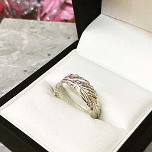 When you're near - Solid silver feather ring