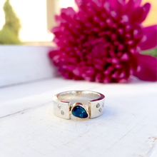 Load image into Gallery viewer, Garnet and Diamond Set Ring