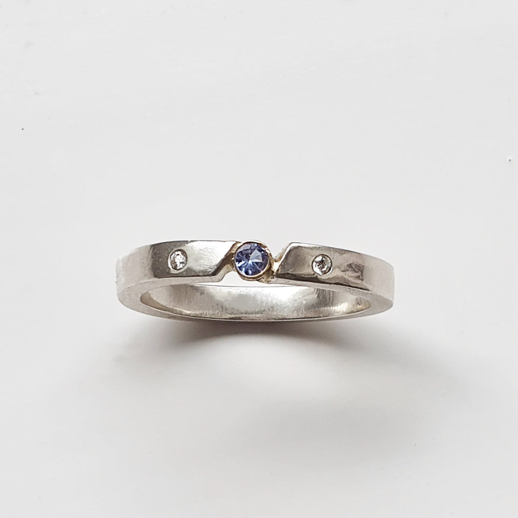 Hot summer nights - Tanzanite ring with bezel setting