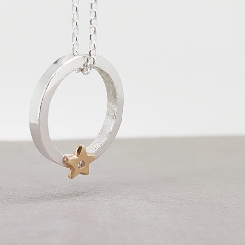 'It's in the stars' - Silver necklace with solid gold star