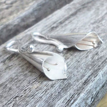 Load image into Gallery viewer, Sterling silver lily earrings with gleaming 9ct gold anthers.