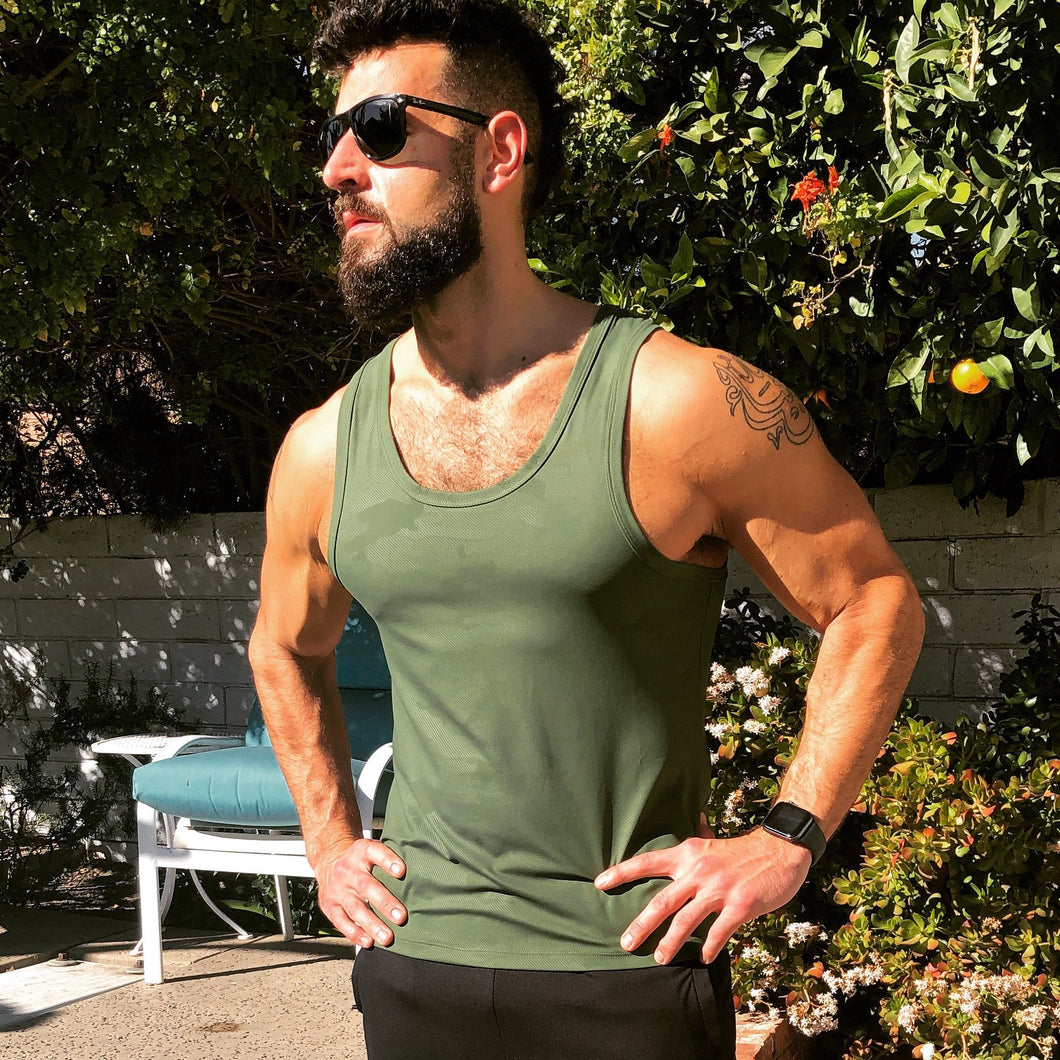 The WIFE-LOVER Tank Olive