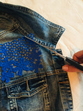 Load image into Gallery viewer, Pair of Blue Flower Embroidered Patches to Iron On, Embroidery Patch to Mend and Customize