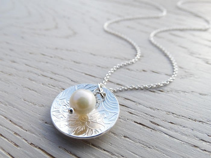 Silver Textured Circle Necklace With Freshwater pearl - Sterling Silver
