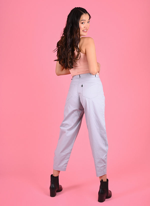 PLEATED BAGGY PANTS WITH BELT IN GREY BLUE