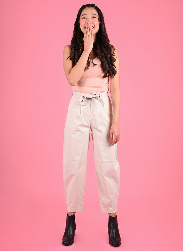 PLEATED BAGGY PANTS WITH BELT IN CREAM