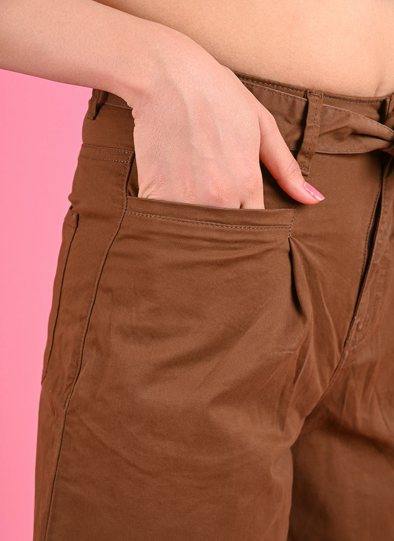 PLEATED BAGGY PANTS WITH BELT IN BROWN