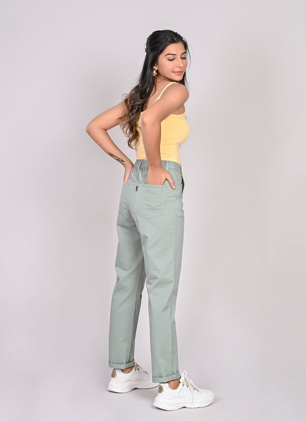 ELASTICATED MOM PANTS IN SAGE GREEN