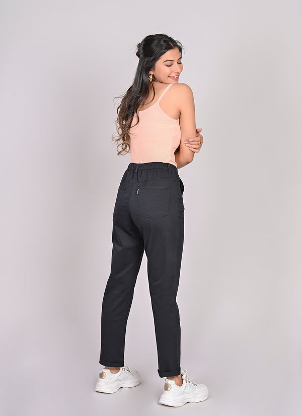 ELASTICATED MOM PANTS IN BLACK