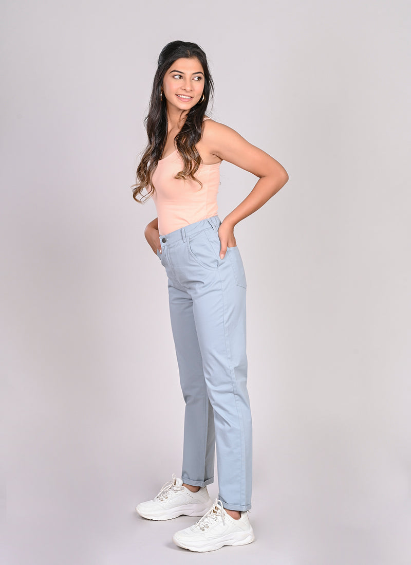 ELASTICATED MOM PANTS IN LIGHT BLUE