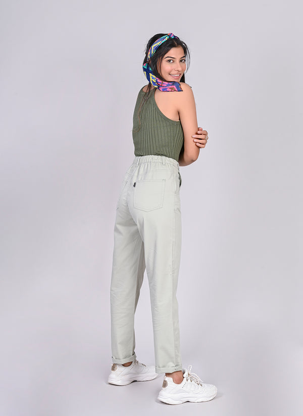 ELASTICATED MOM PANTS IN POWDER GREEN