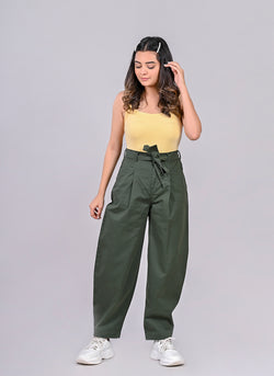 PLEATED BAGGY PANTS WITH BELT IN LEAF GREEN