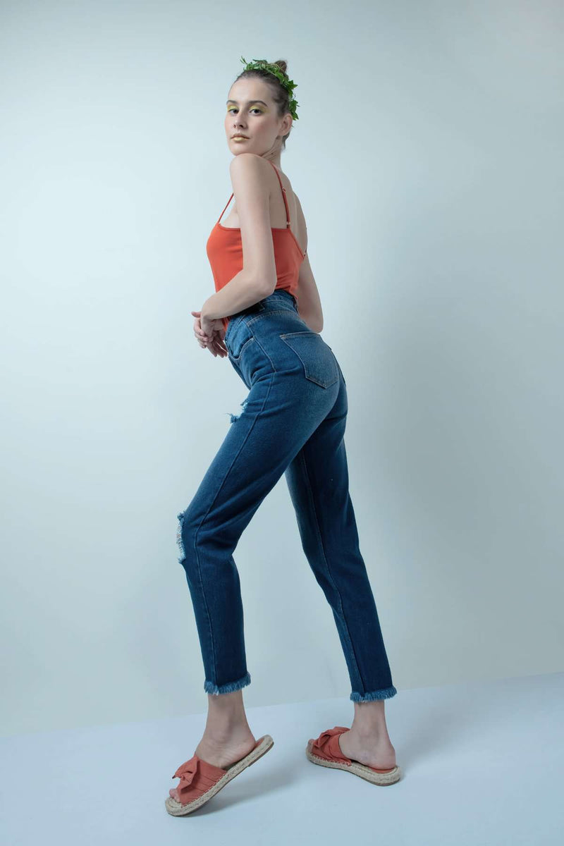 ECO-FRIENDLY MOM FIT DISTRESSED HIGH WAIST DENIM JEANS - FREAKINS