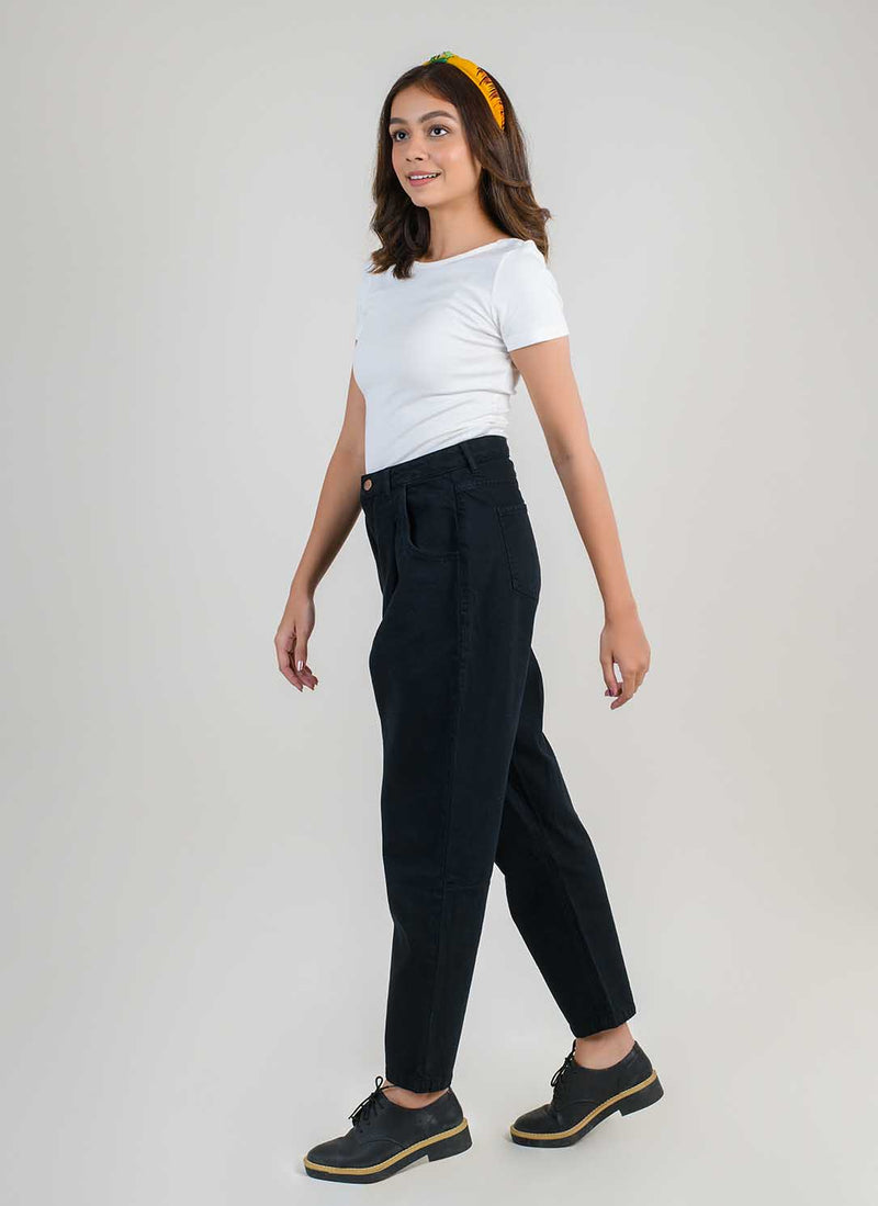 BLACK PLEATED SLOUCHY JEANS
