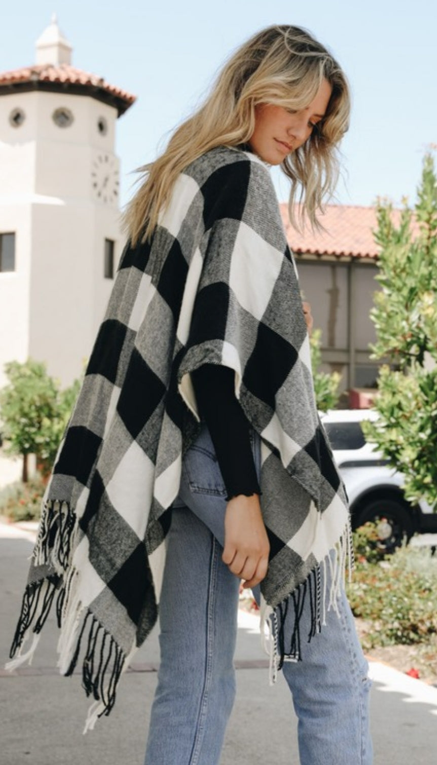 White/Black Buffalo Plaid Tassel Poncho