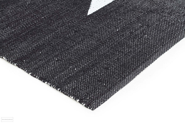 Coastal Indoor Outdoor 4 Black Rug