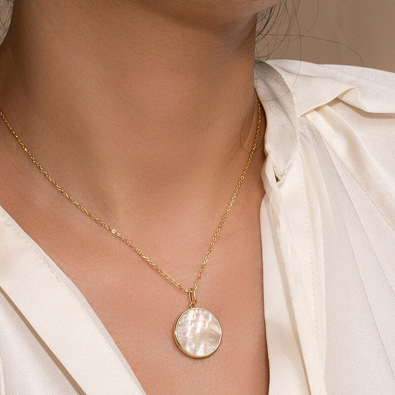 Minimalist 18mm Mother of Pearl Round Pendant Necklace for women