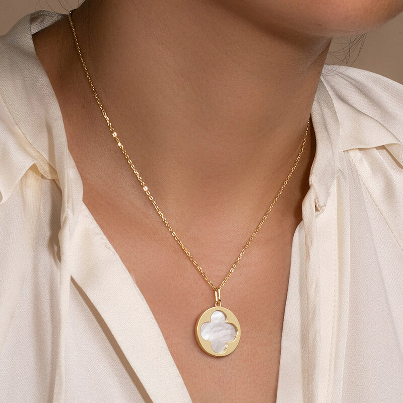 Round Mother of Pearl Four leaf clover Necklace