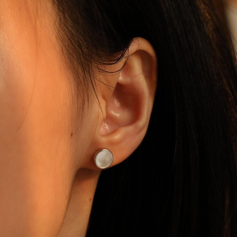 Minimal Mother of Pearl Round Stud Earrings for women