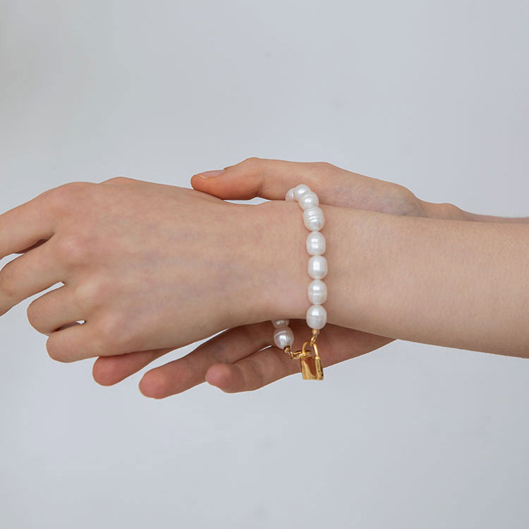 Retro Lock and Baroque Pearl Bracelet Gold