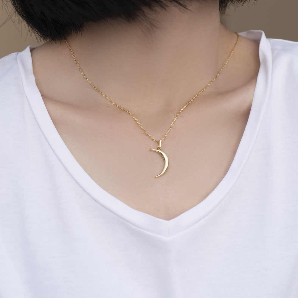 dainty Crescent Moon pendant Necklace for women