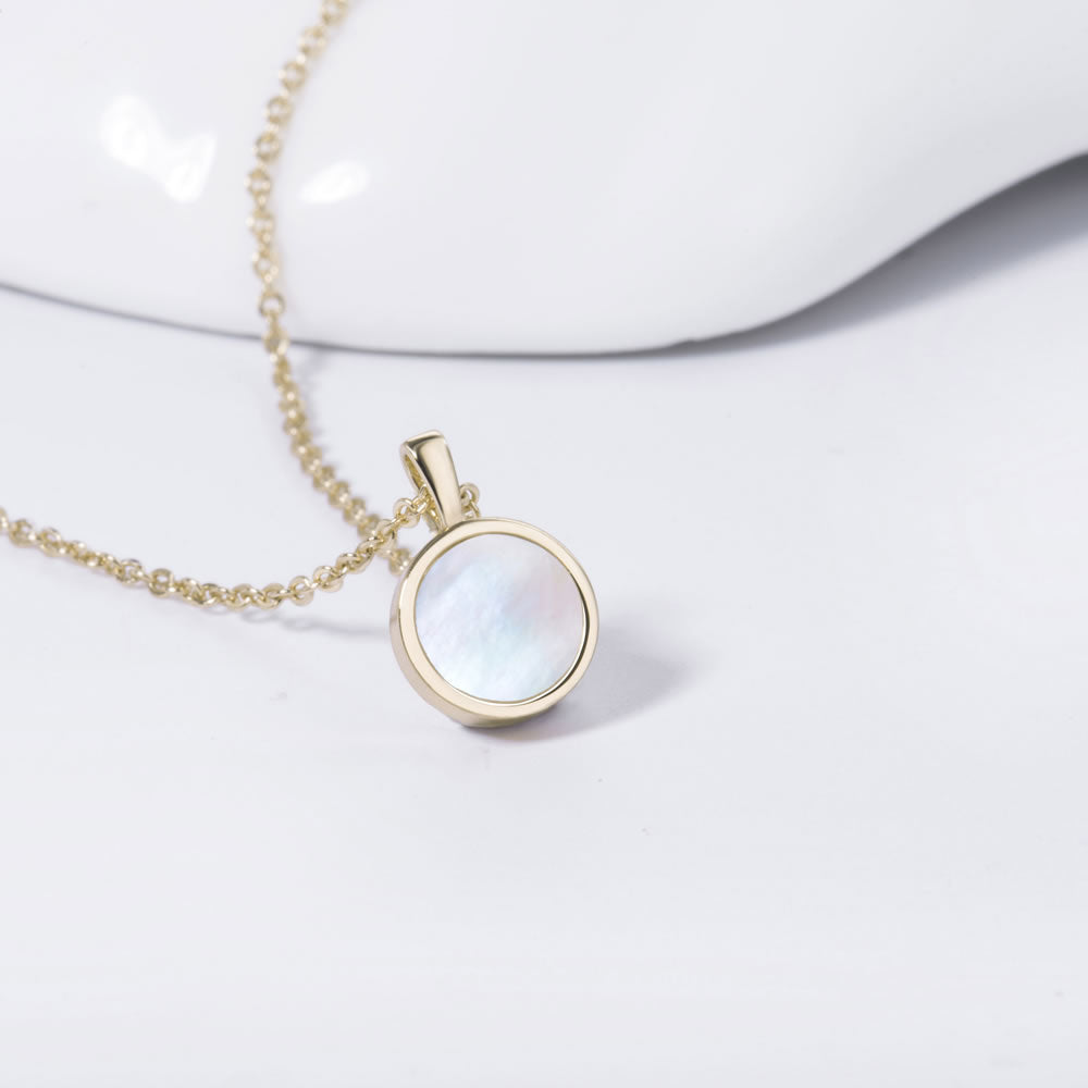 simple Small Round Mother of Pearl Necklace