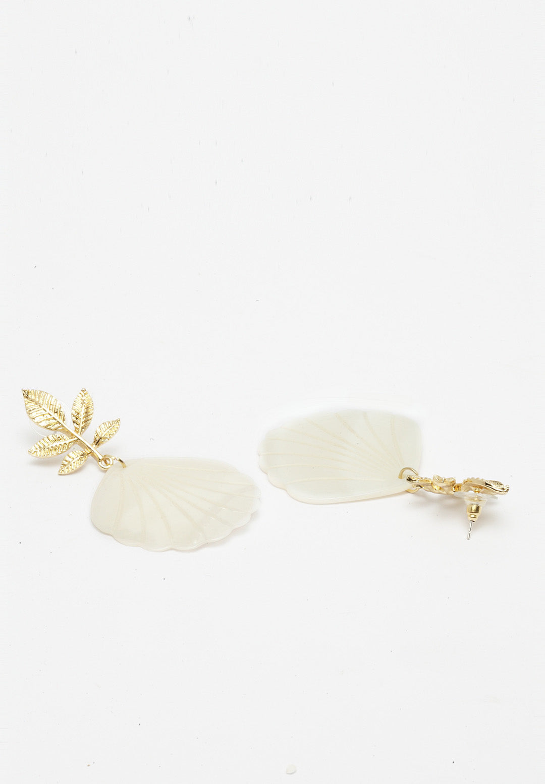 Avant-Garde Paris Modish Gold-Plated Shell Earrings
