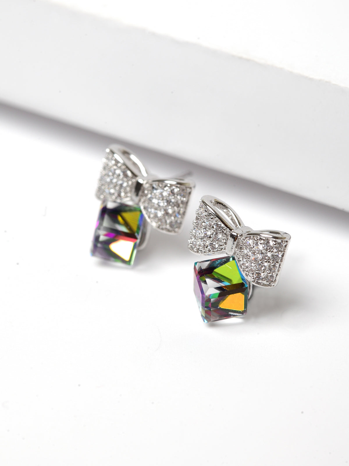 Avant-Garde Paris Elegant Pierced Earring Crystallized With Austrian Swarovski Element