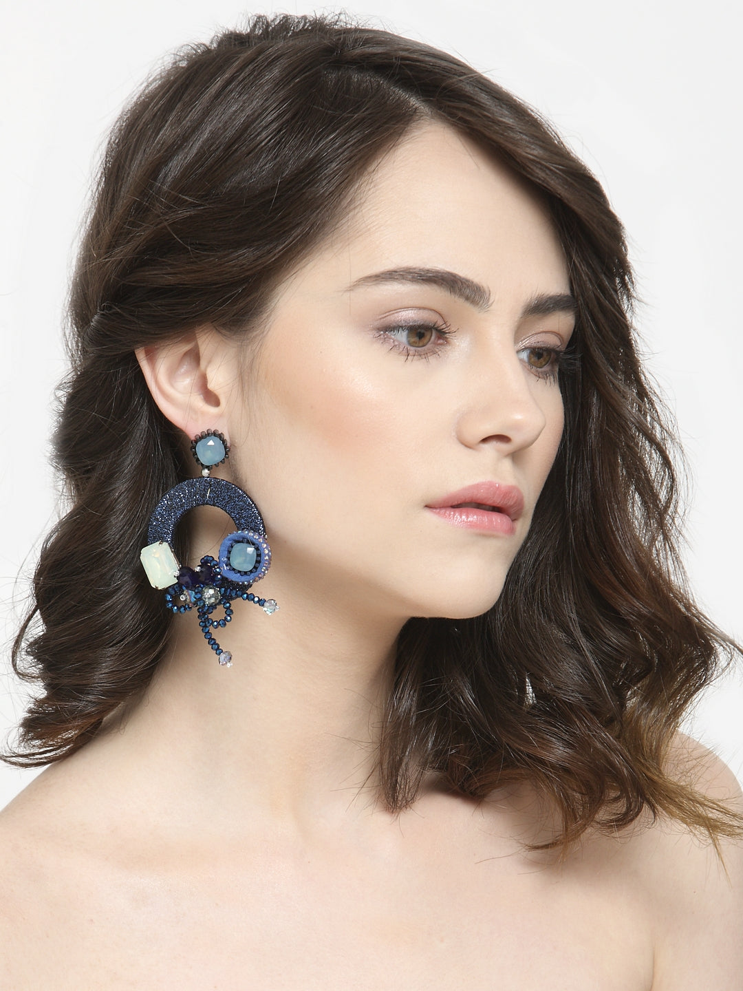 Avant-Garde Paris Round Shape Flower Fashion Crystal Hoop Earrings