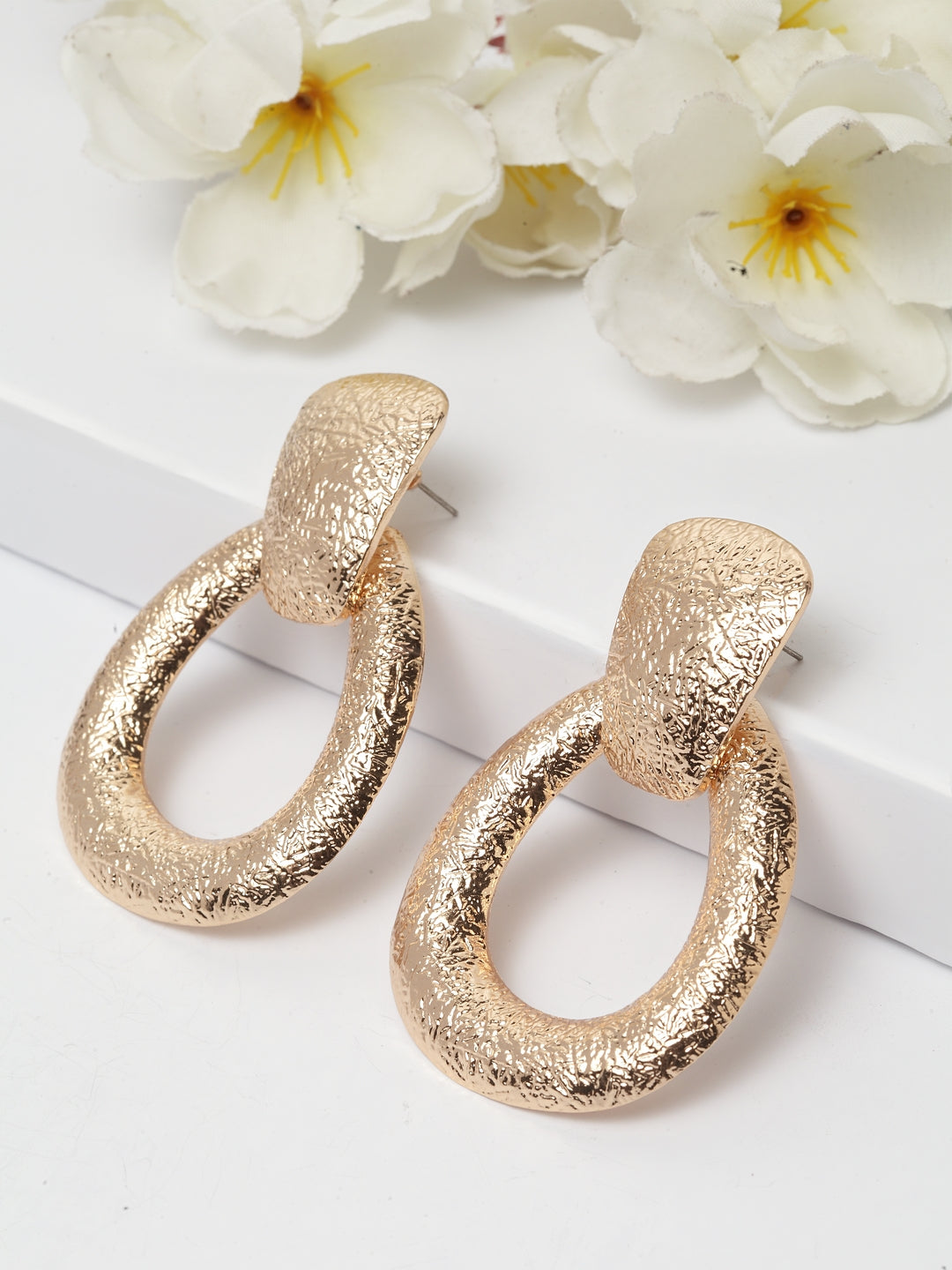 Avant-Garde Paris Beautifull Crafted Gold Plated Earrings