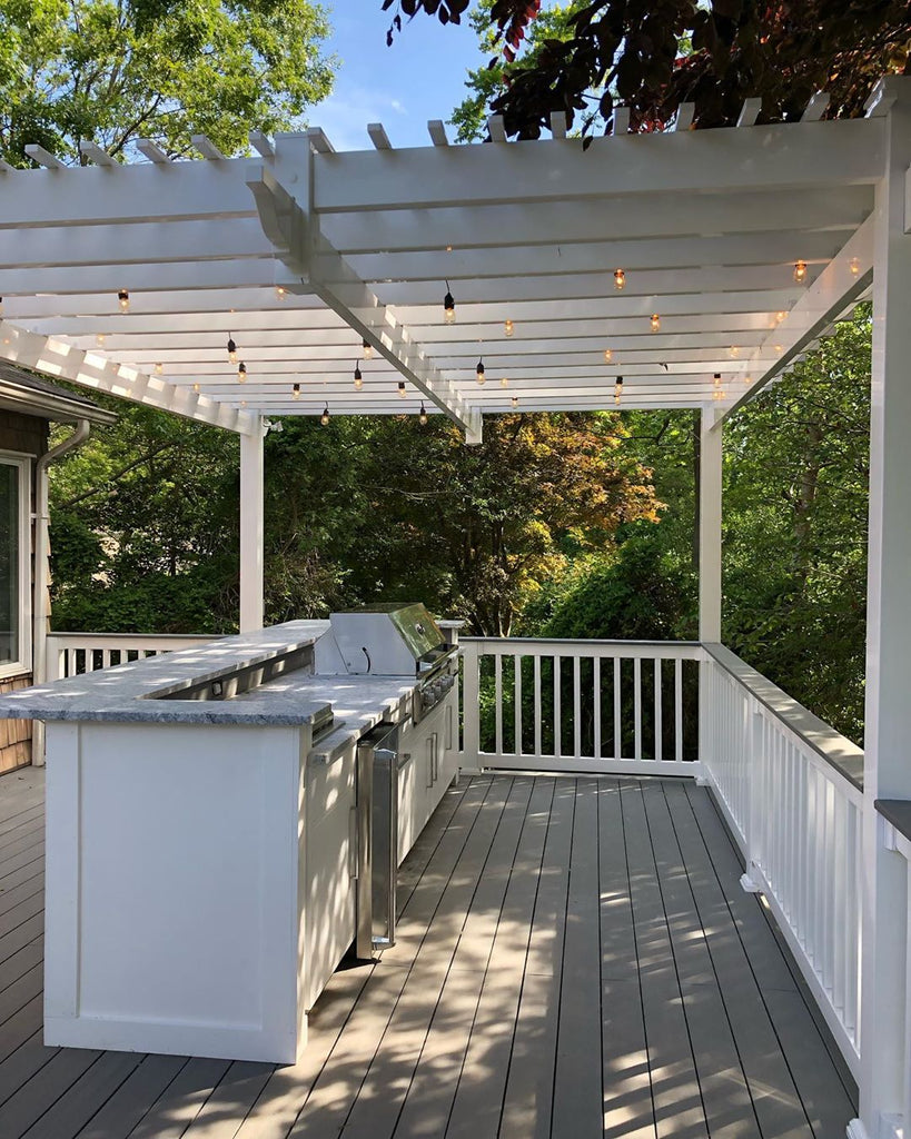 Bright & Dreamy, Gorgeous Deck, Matching Pergola, Grilling in the Trees in a New York Hideaway