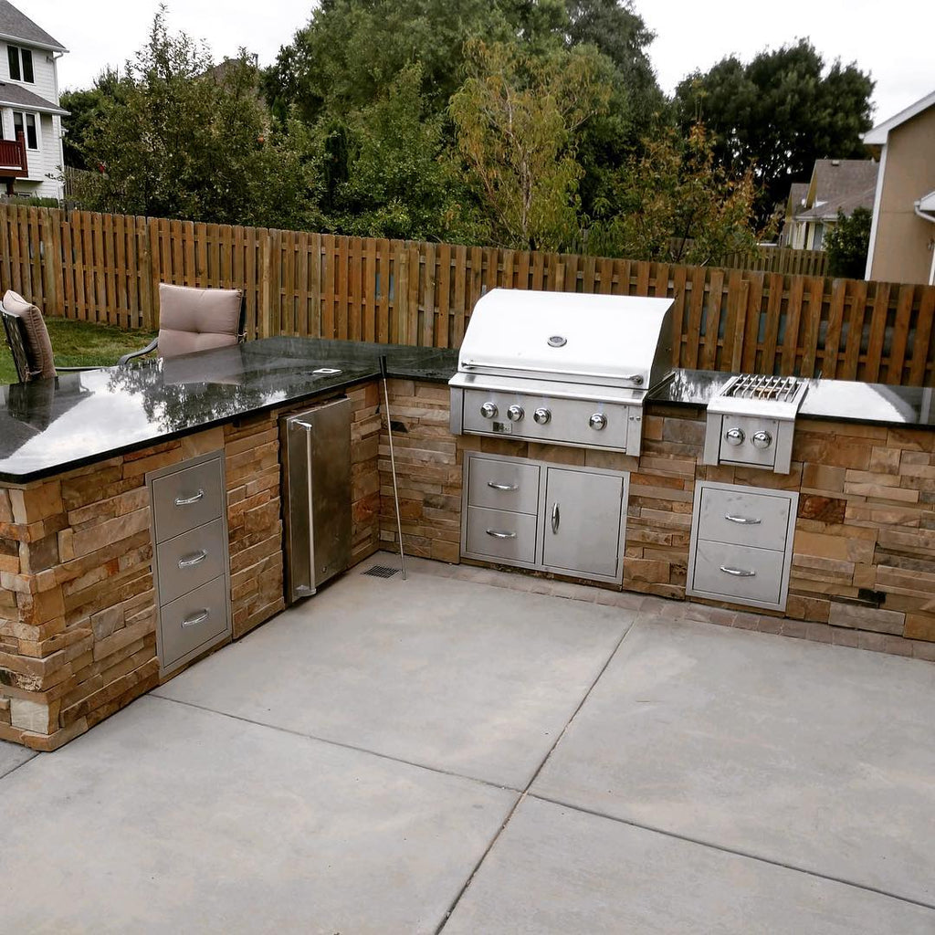 Outdoor Kitchen Inspiration with Stunning Black Granite and Vibrant Stone Island in Omaha, Nebraska