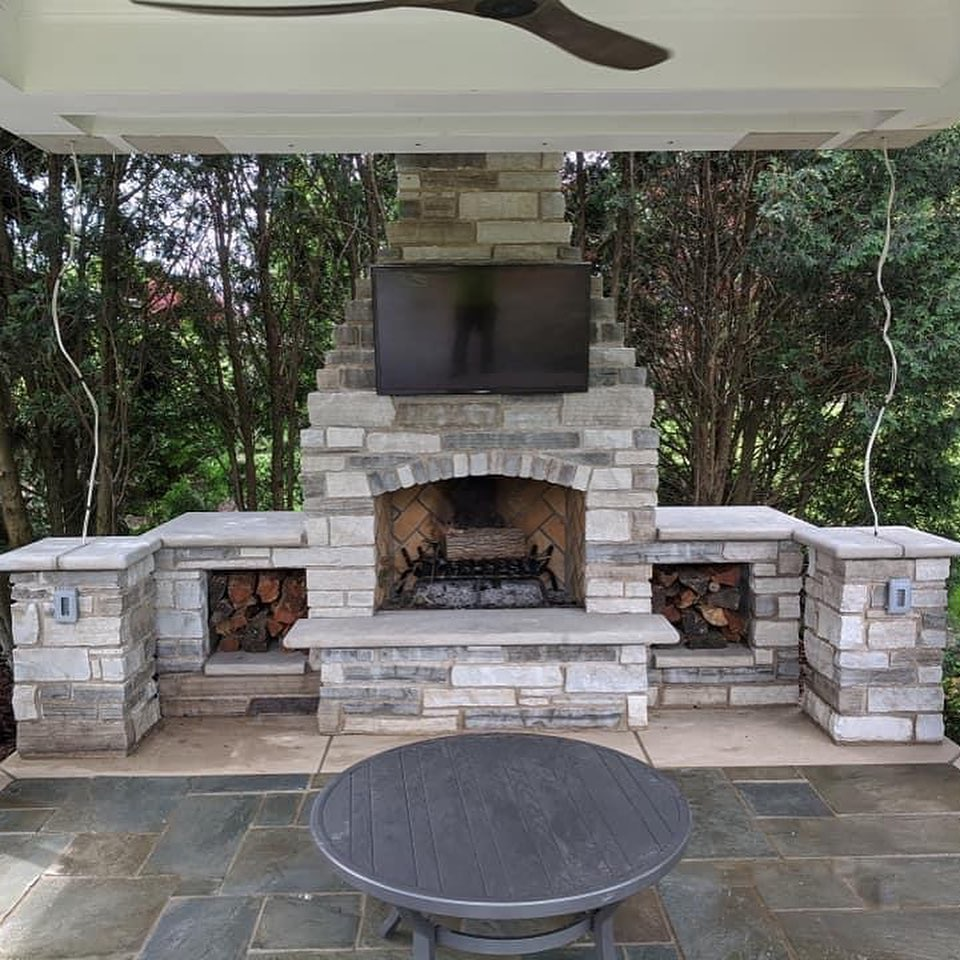 Stunning and Kingly, Huge Stone Fireplace, Limestone Counters, Outdoor Home Entertainment in Central Illinois